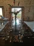 La mesa lista para una nueva cena