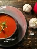 Crema de tomates y pimentones asados.