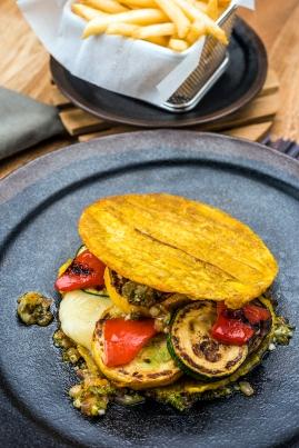 Todos los restaurantes tienen opciones vegetarianas, que se mezclan con los sabores locales.