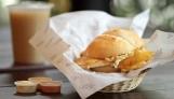 El sánguche de pollo y piña es un gran descubrimiento de sabores y texturas.